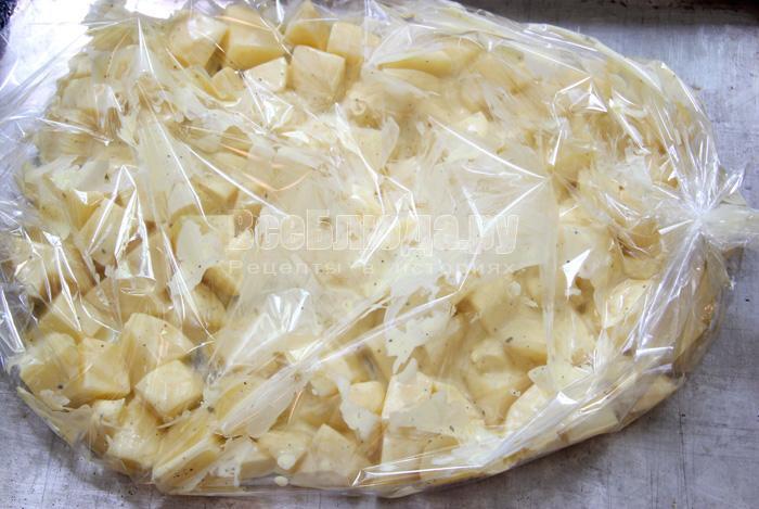 запекаю картошку в рукаве