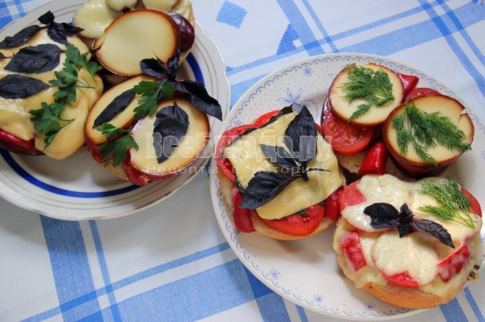 рецепт приготовления горячих бутербродов с колбасой и сыром