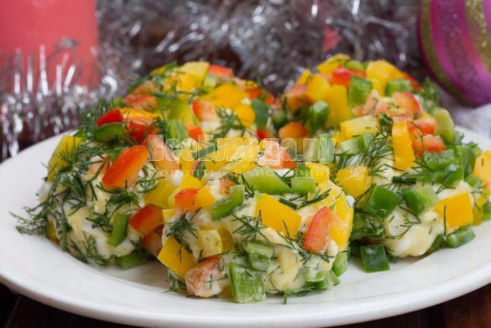 вкусный салат шарики яркие елочные