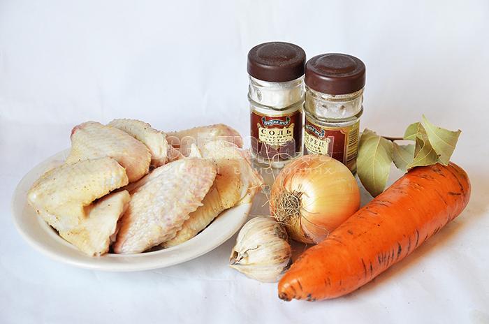 необходимые ингредиенты для куриного бульона:
