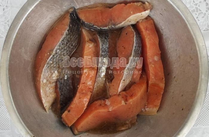 залить медовым маринадом рыбу