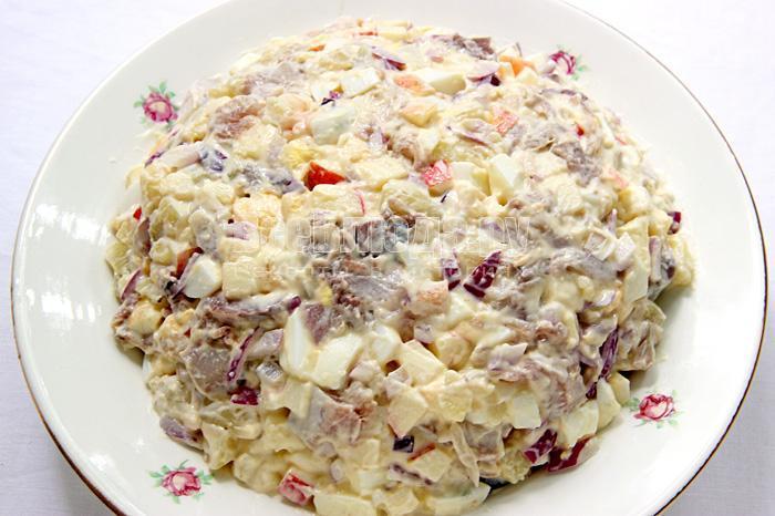 Салат из скумбрии холодного копчения рецепт с