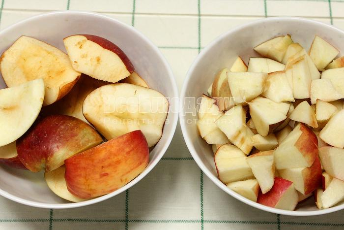 Почистили и нарезали яблоки