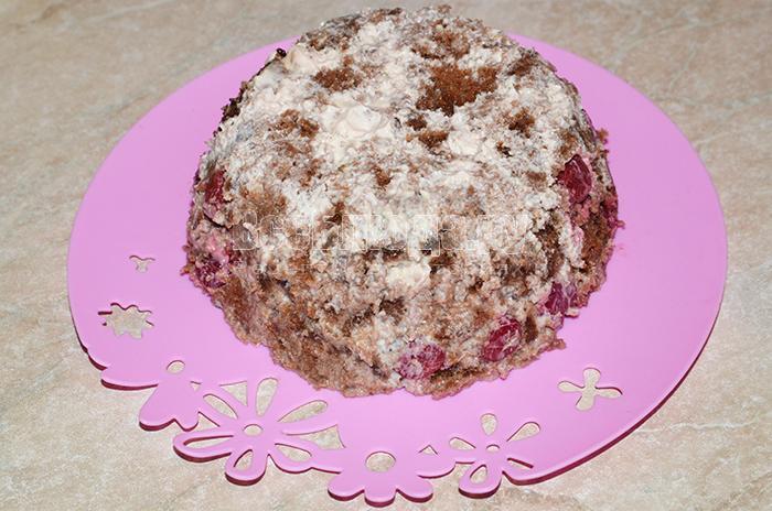 выгрузите торт на тарелку