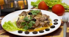 Тунец запеченный в духовке с болгарским перцем и луком