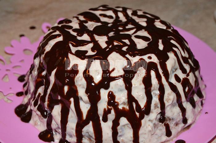 украсьте торт шоколадом