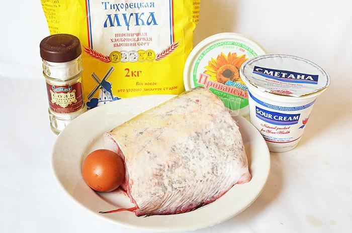 необходимые ингредиенты для жарки сома на сковороде: