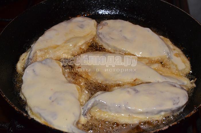 выложите рыбу на сковороду