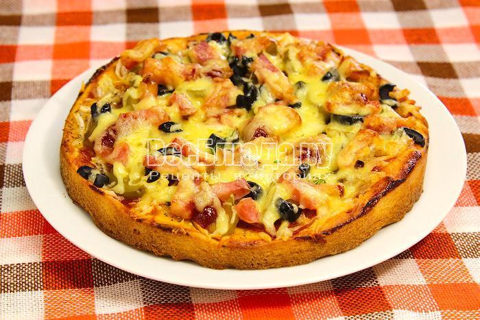 Дрожжевая пицца готова