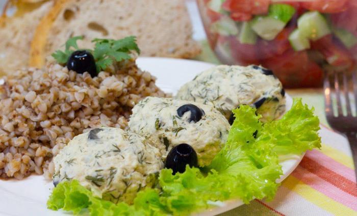 Котлеты из куриного филе с маслинами и зеленью, на пару
