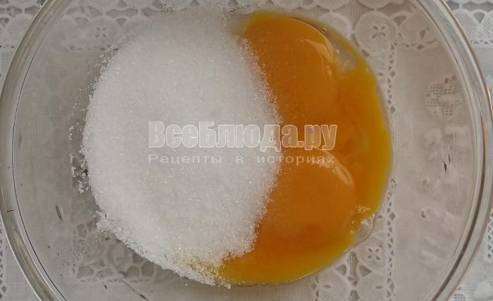 взбить сахар и желтки