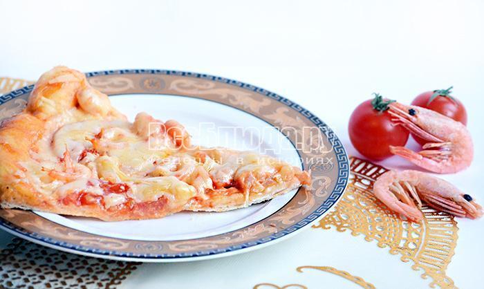 Пицца с креветками и помидорами