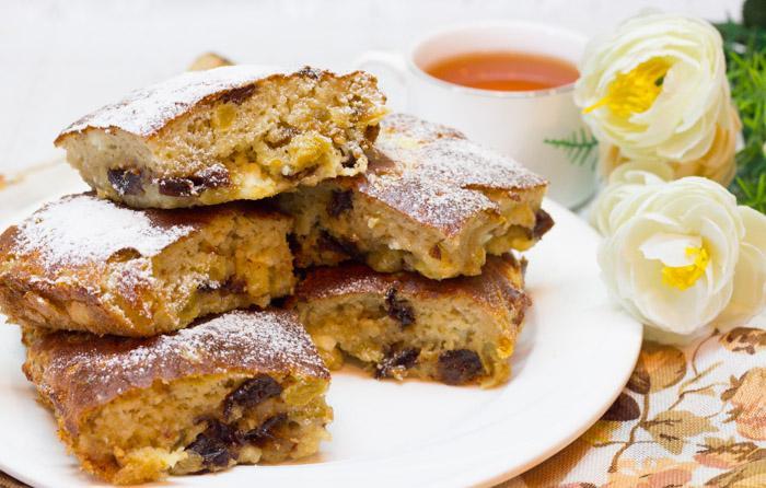 Пирог с творогом, изюмом и черносливом (много творога, мало теста)
