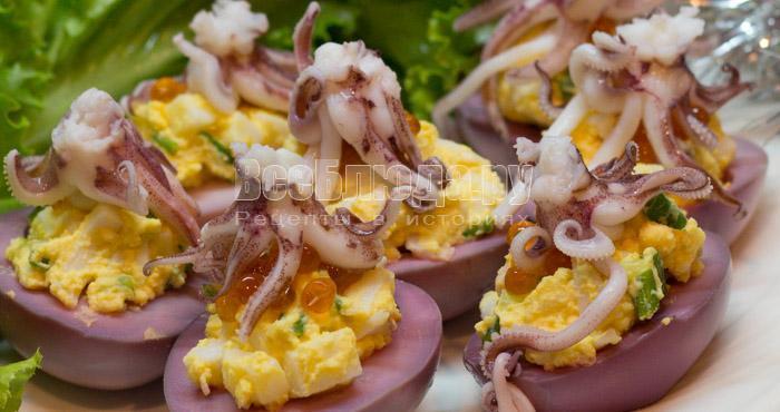 яйца с кальмарами - праздничный вариант оформления