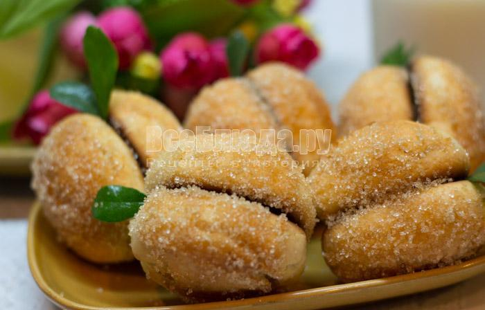 печенье в виде персиков