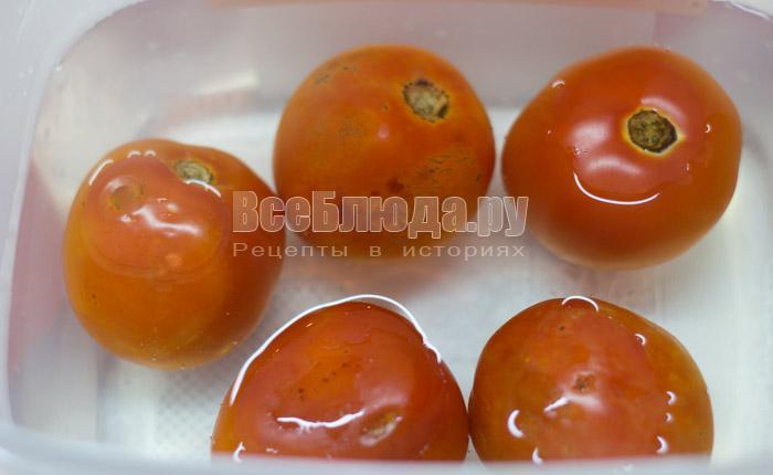 залить кипятком помидоры