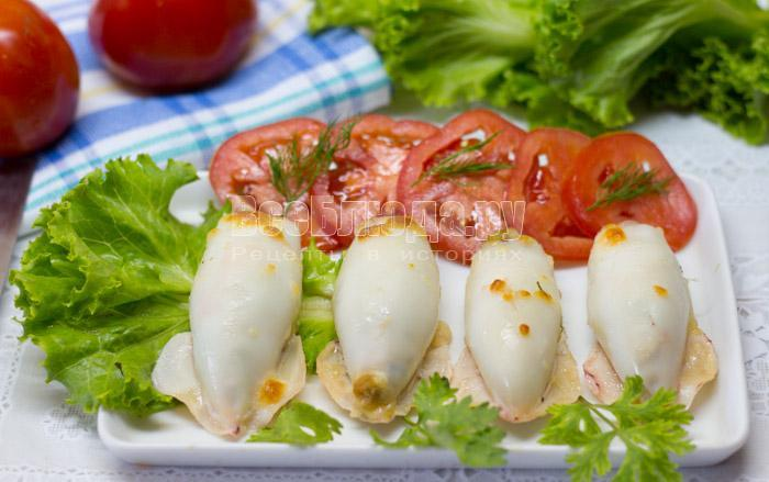 запеченные фаршированные кальмары с грибами и сыром