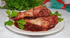 Жареная курица (куриная голень) с вишней