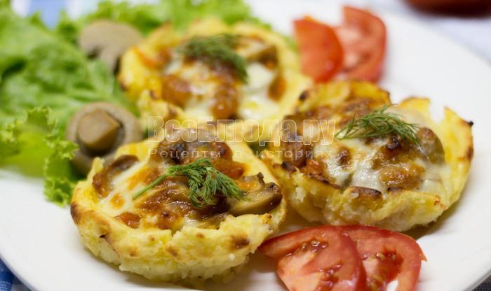 гнезда из картофеля с грибной начинкой