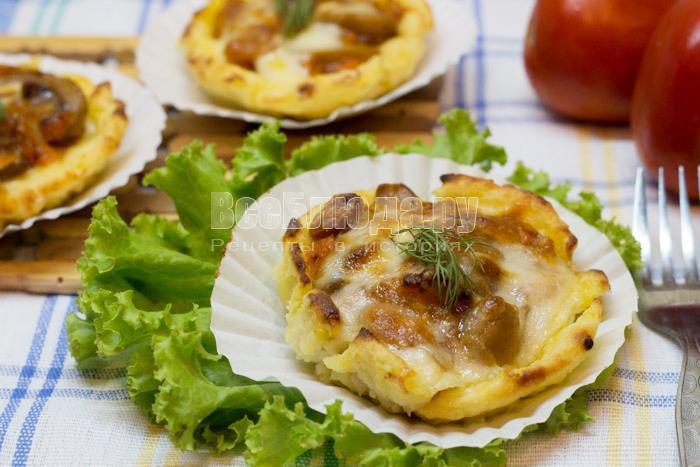 Картофельные гнезда с грибами и фасолью