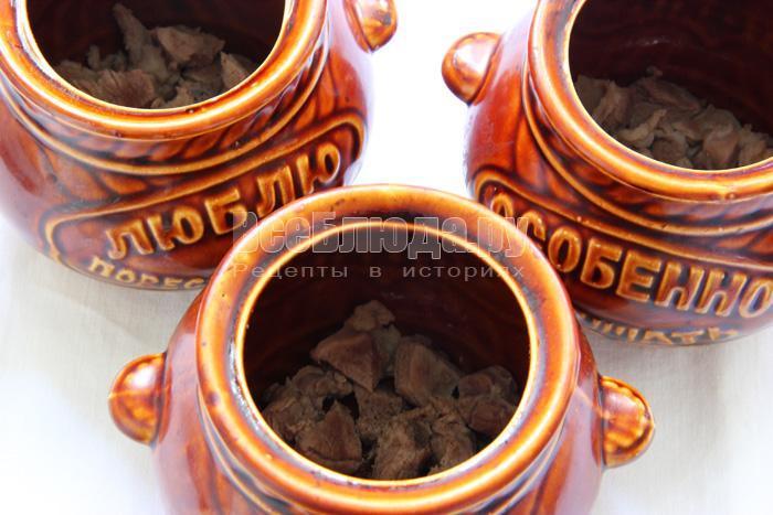 Рецепт баранины в горшочках с картофелем и черносливом