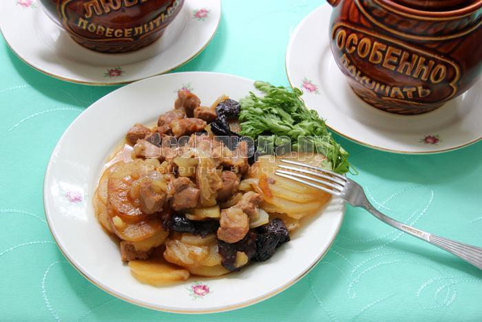 рецепт баранины в горшочках с картошкой и черносливом