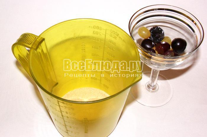 нарезать виноград по бокалам