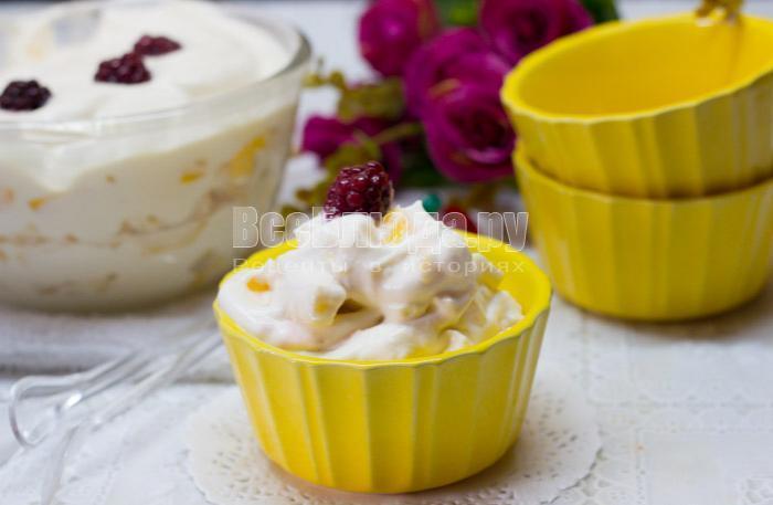 как приготовить десерт со взбитыми сливками и фруктами