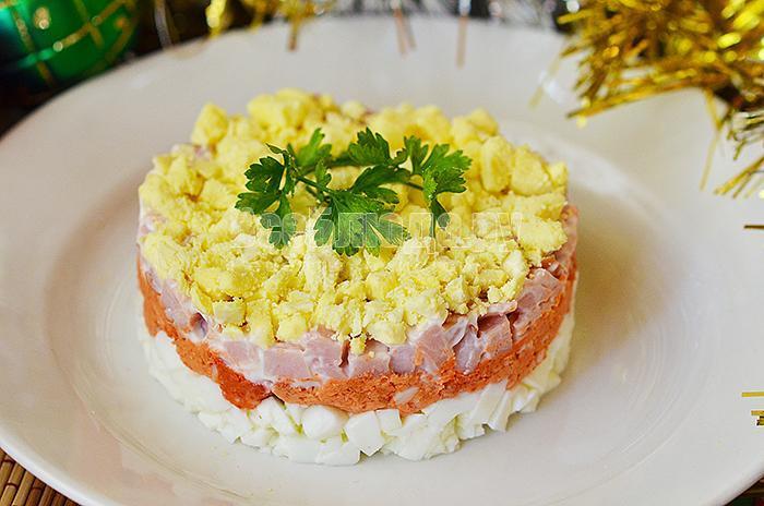 рецепт салата с карбонатом