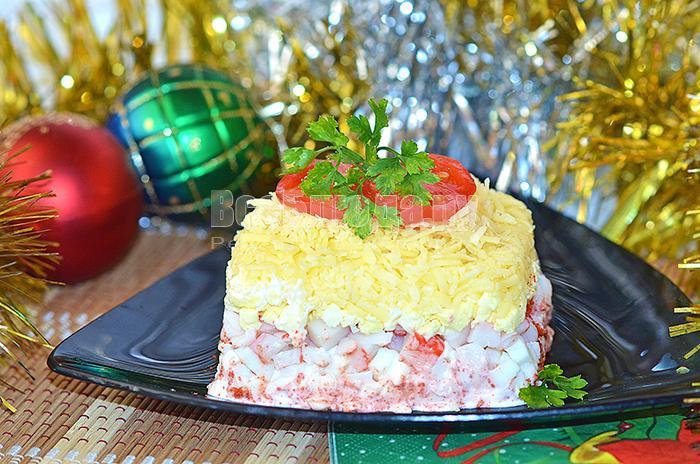 украсьте салат по новогоднему