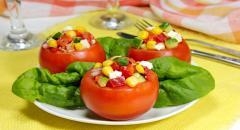 Порционный салат в помидорах