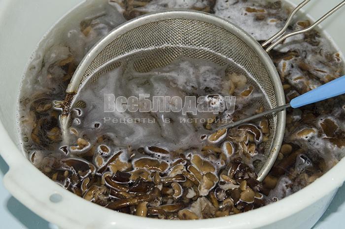 промойте грибы