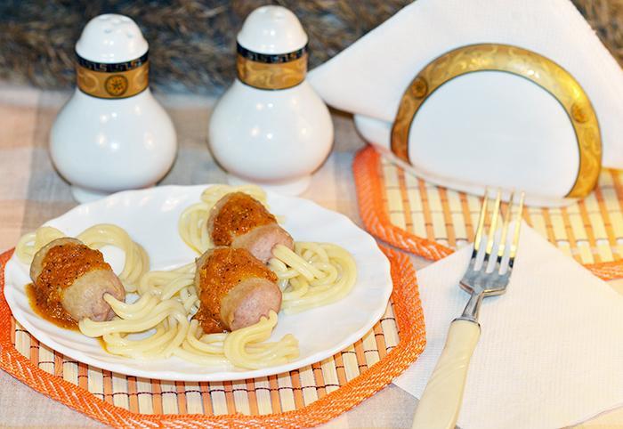 Сосиски со спагетти для детей в подливке