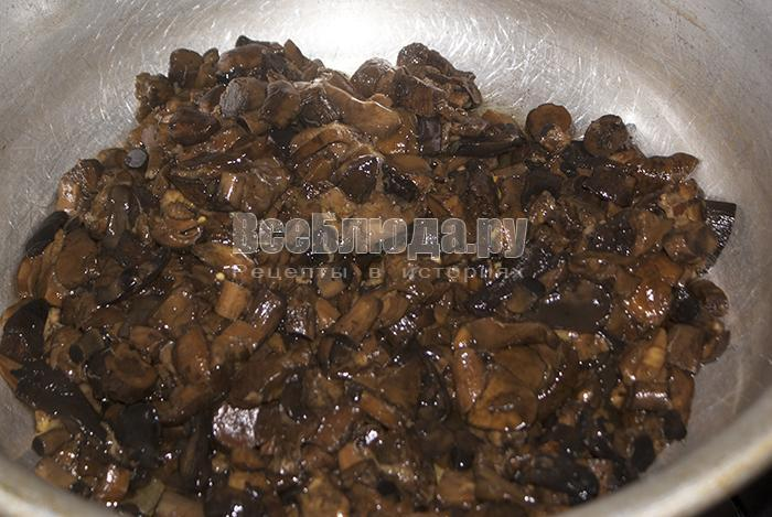 залейте грибы водой