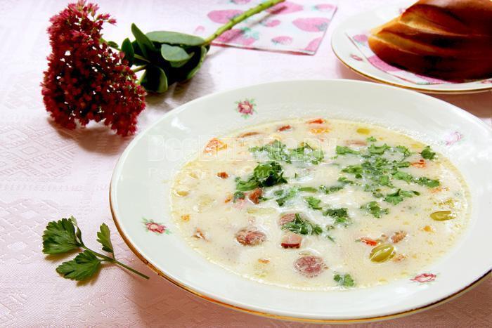 вкусный грибной белый суп с плавленным сыром