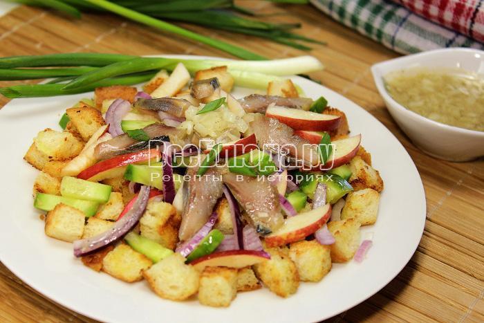 готовый салат с селедкой