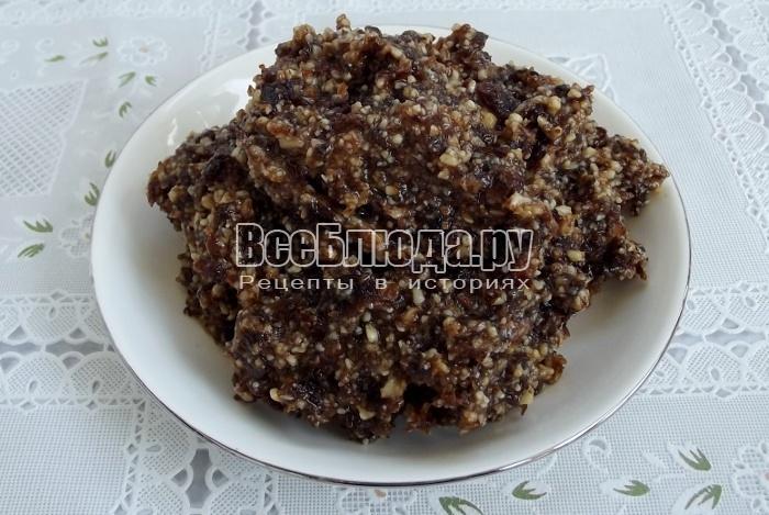 Рецепт медовых конфет для детей с медом, орехами и изюмом