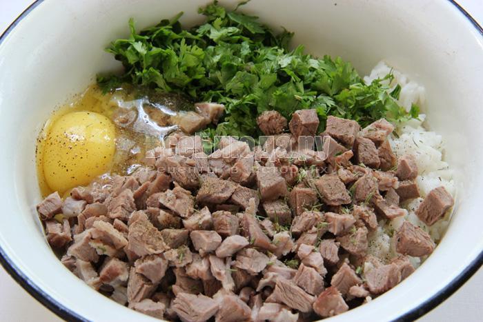 нарезанное мясо добавляю в фарш