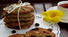Рецепт овсяного печенья с изюмом и яблоками