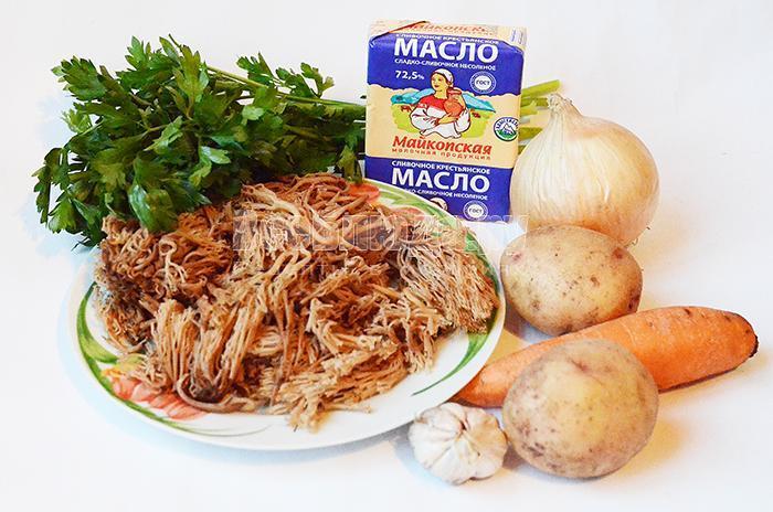 необходимые ингредиенты для грибного супа с оленьими рожками: