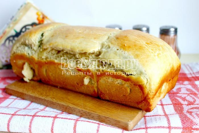 буханка хлеба с укропом после духовки