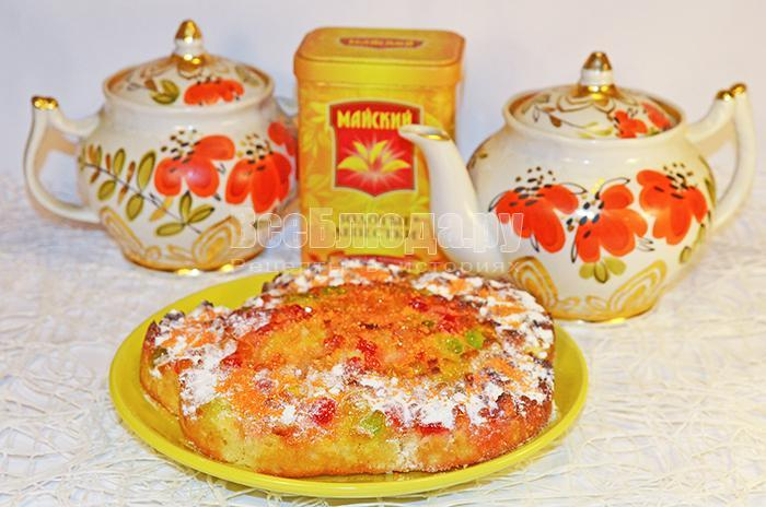готовый бисквитный пирог с мармеладом