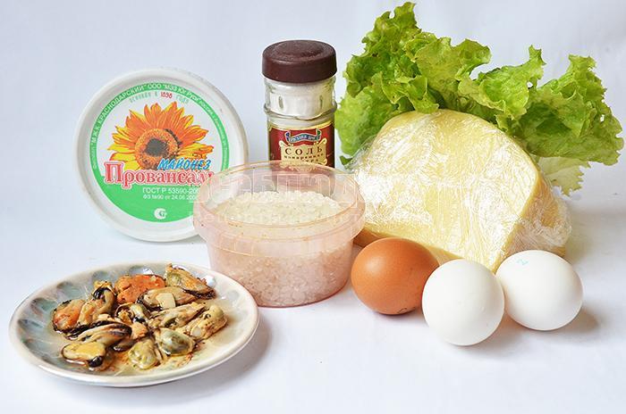 необходимые ингредиенты для салата с мидиями: