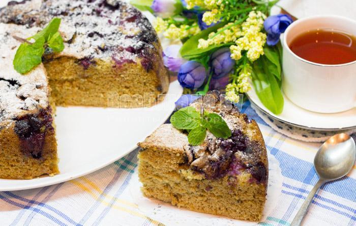 вкусный и пышный черничный пирог в мультиварке