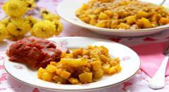 Овощи (кабачок, тыква, лук), тушеные в вине со специями