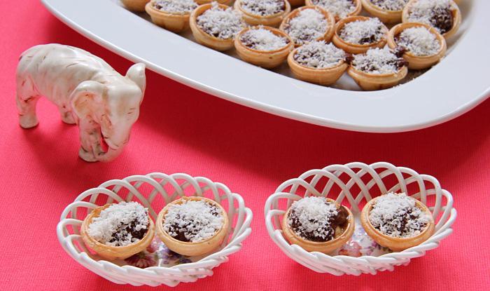 Конфеты с орехами в шоколадной глазури с кокосовой крошкой