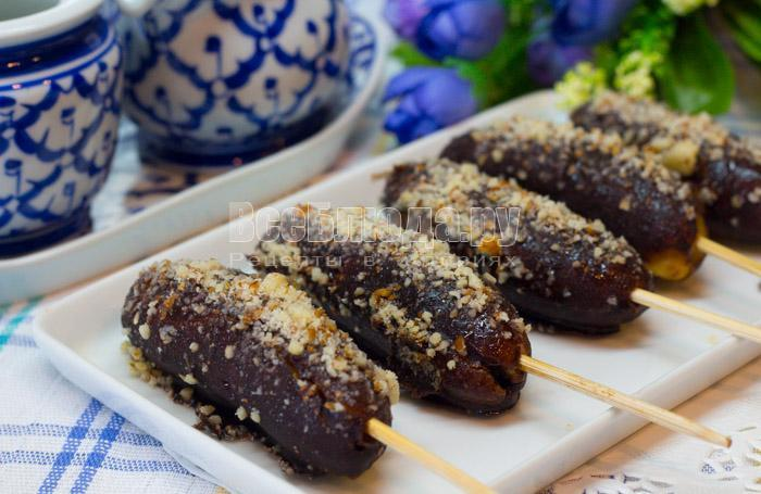 рецепт бананов в шоколаде с орешками