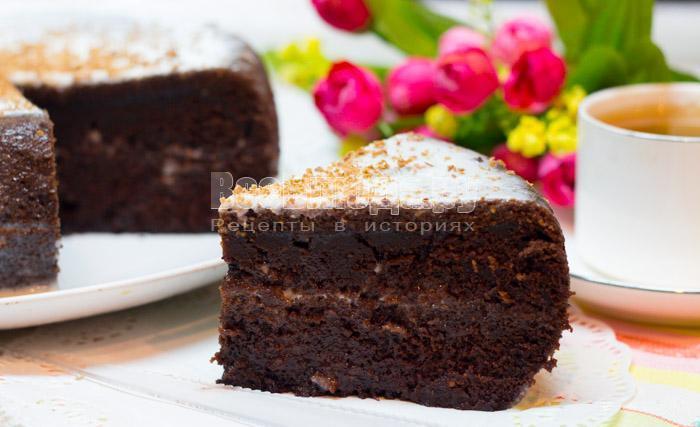 Простой шоколадный торт на кипятке