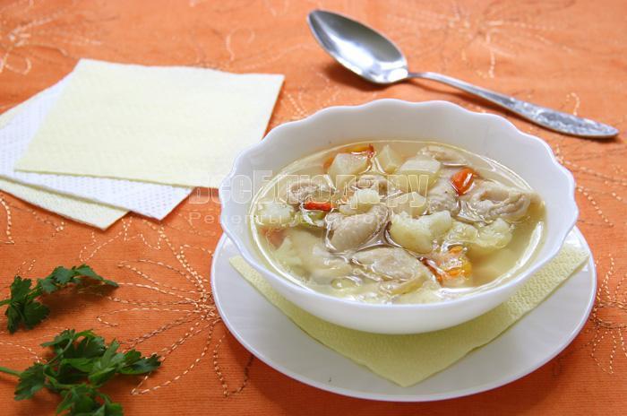 суп с овощами и куриными шкурками