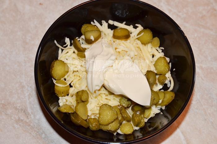 положите плавленый сыр